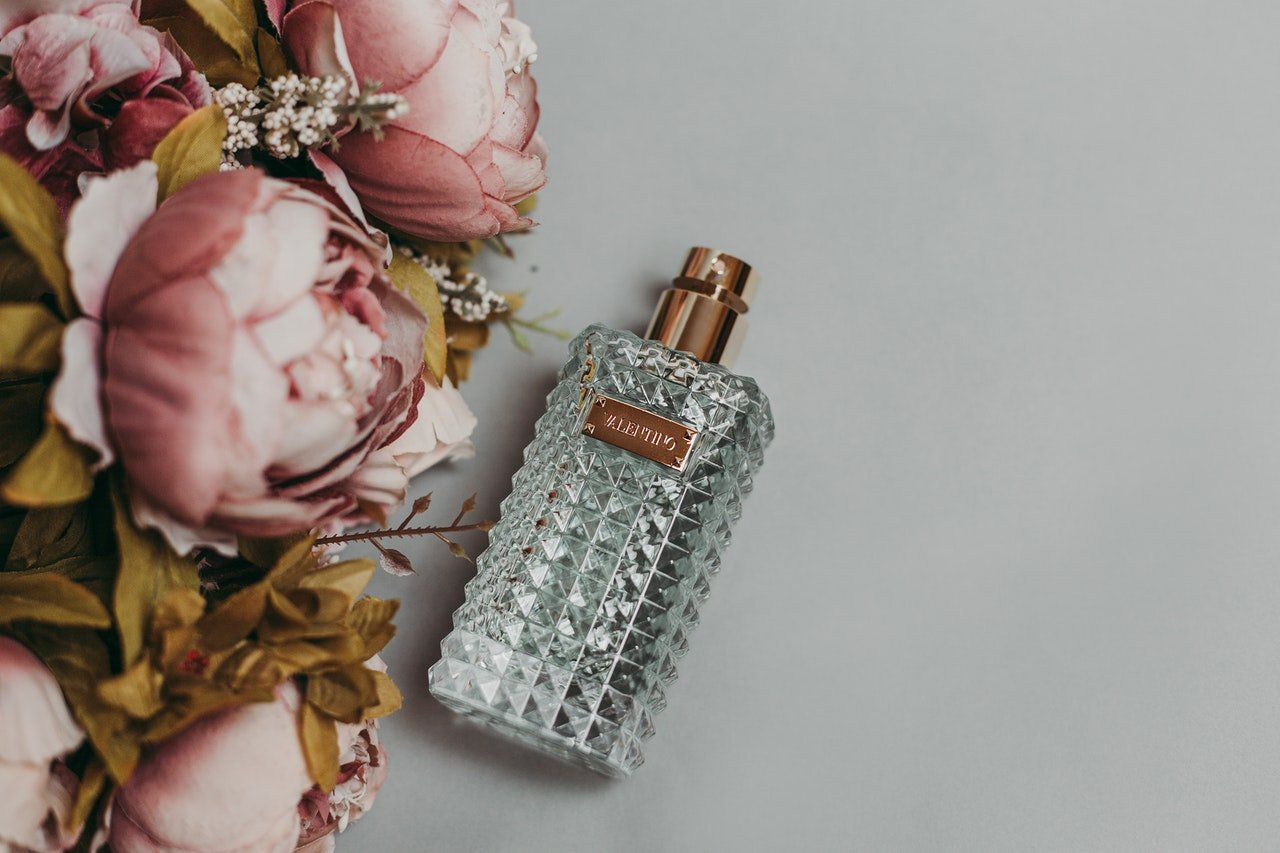 You are currently viewing Comment une femme choisit son parfum ?